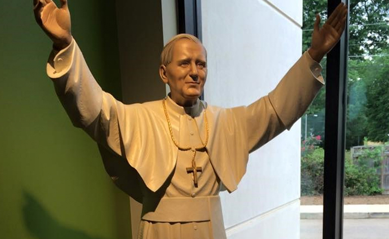 Cardinal Post Summer 2015: Statue of pope