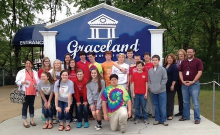 Cardinal Post April 2014: Twenty Students visit Graceland